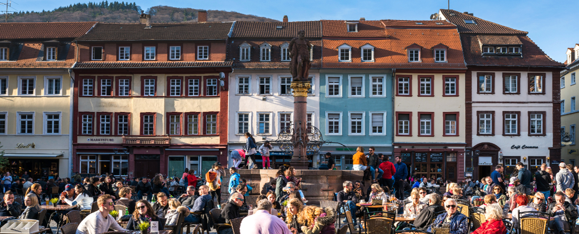 A vibrant part of the old town: The market square in front of Heidelberg town hall
